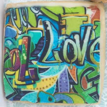 Vanilla galleta with graffiti decoration